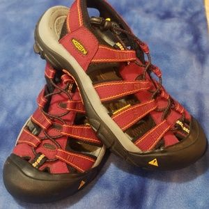 Keen deep red size 7 water sandals